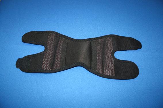 サポーターに機能性素材を縫製3